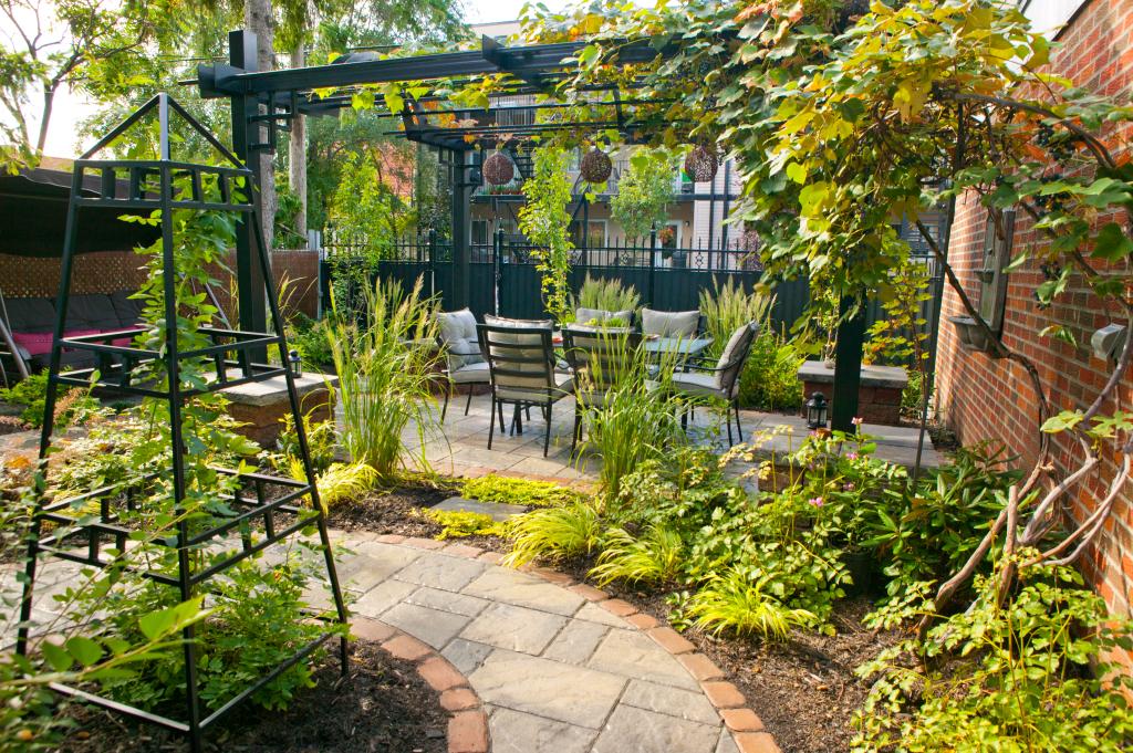 Romance au jardin plani paysage - Agencement jardin ...
