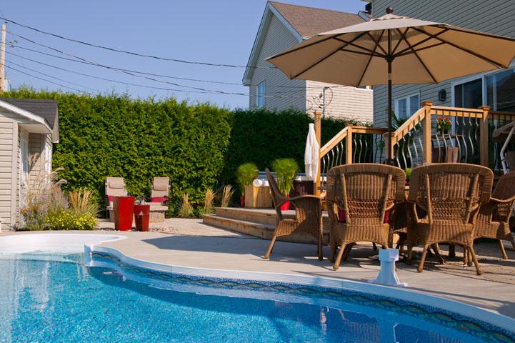 prolongez vos vacances avec une piscine creus e parfaitement int gr e dans un bel am nagement. Black Bedroom Furniture Sets. Home Design Ideas