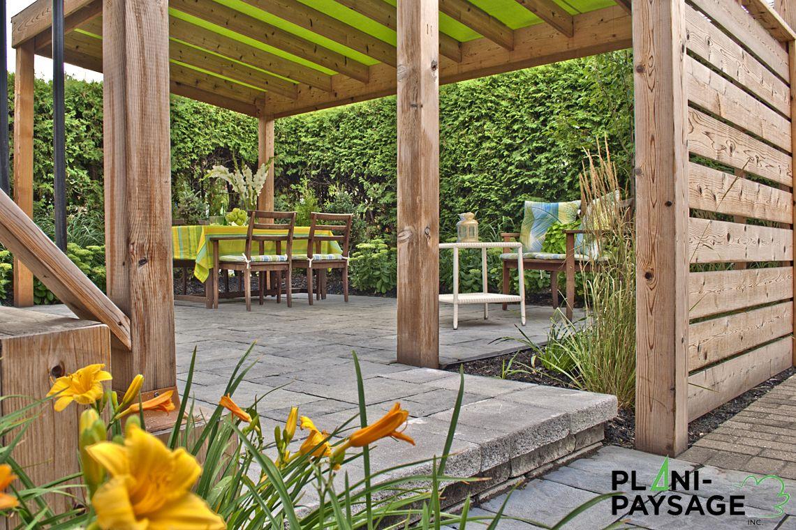 Aménagement extérieur avec pergola et toile d'ombrage - Plani-Paysage