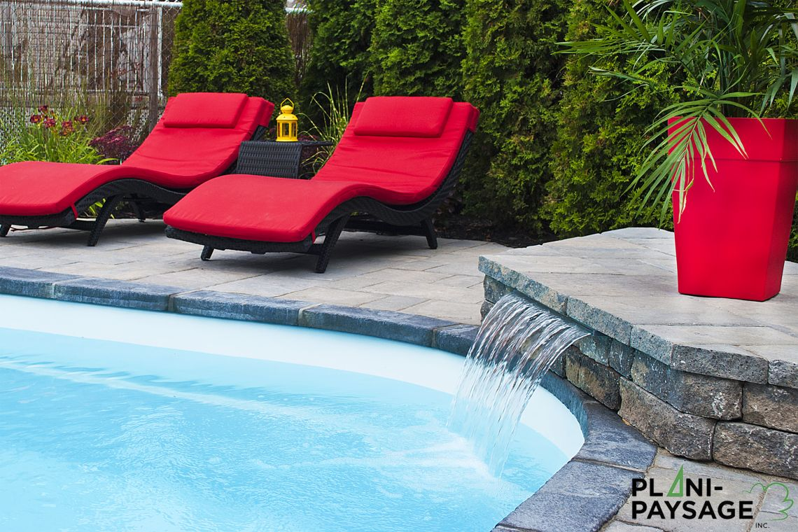 Lame d 39 eau pour piscine creus e plani paysage for Amenagement exterieur piscine creusee