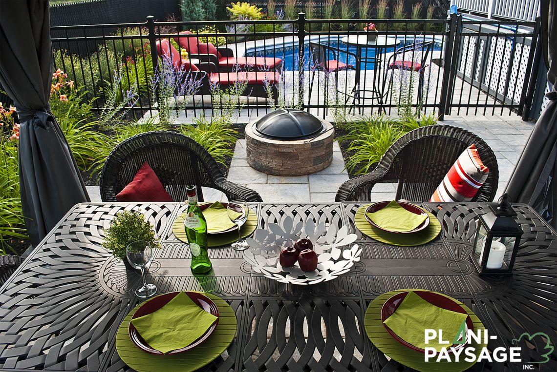 coin repas ext rieur avec vue sur la piscine creus e plani paysage. Black Bedroom Furniture Sets. Home Design Ideas