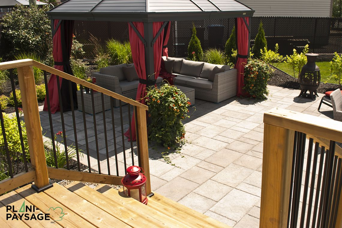 Terrasse en bois sur patio en dalle for Plan de patio exterieur en bois