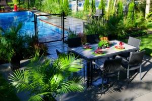 aménagement paysager avec piscine creusée contemporaine