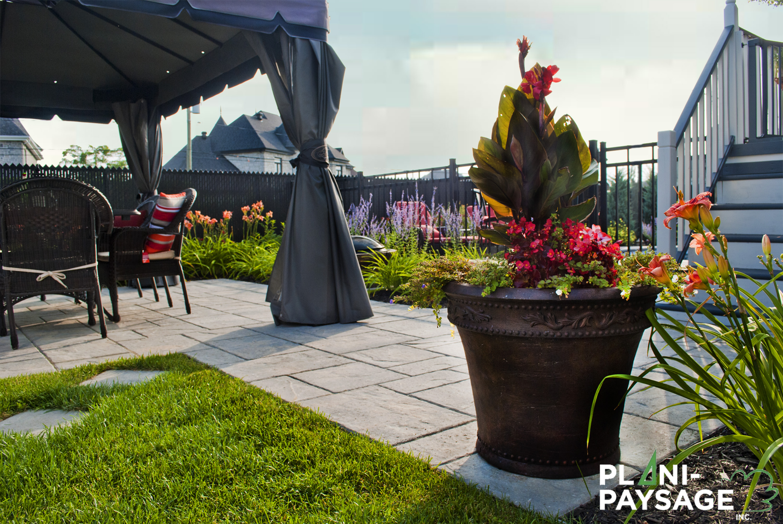 Am nagement d 39 un patio en dalle mondrian plani paysage for Amenagement patio