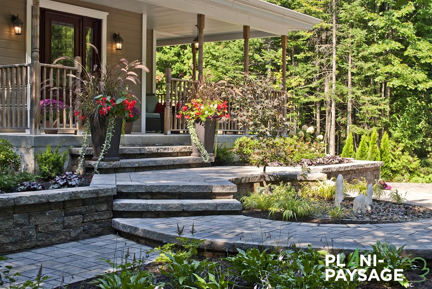 am nagement d 39 une fa ade avec jardin d 39 eau plani paysage. Black Bedroom Furniture Sets. Home Design Ideas