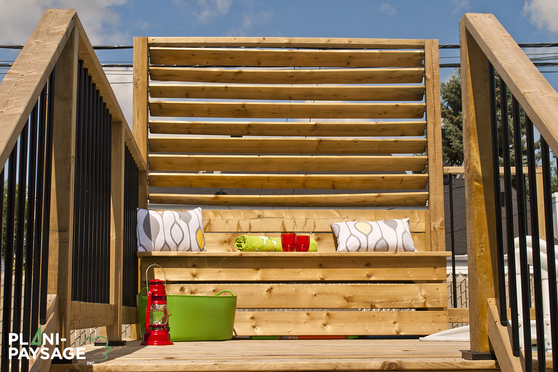 Cran avec banc rangement pour piscine hors terre for Mur de patio en bois
