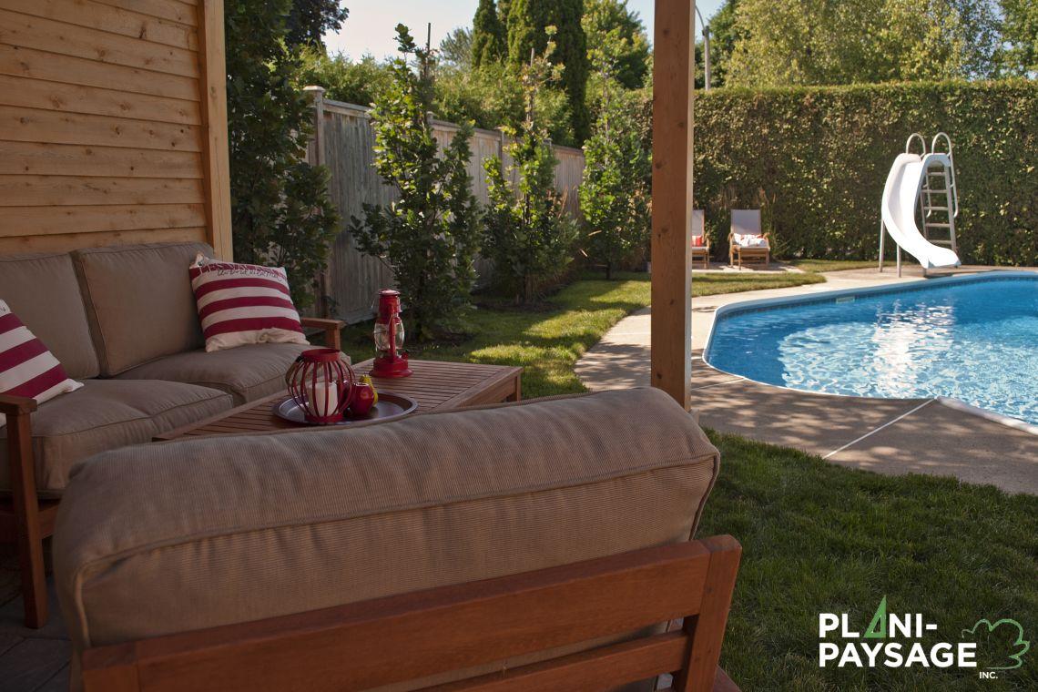 Salon de jardin vue sur la piscine creus e plani paysage for Salon de piscine